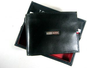 good selling free shipping outlet store Tommy Hilfiger Men's Leather Wallet RFID Blocking Bifold 31hp220040 Black